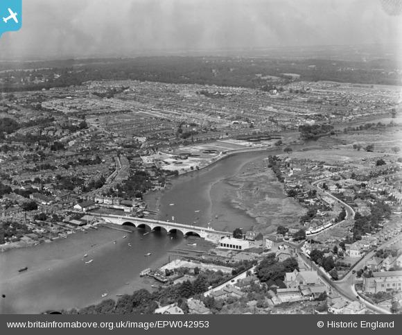 The concrete Cobden Bridge in 1933. Image: EPW042953 https://www.britainfromabove.org.uk/en/image/EPW042953