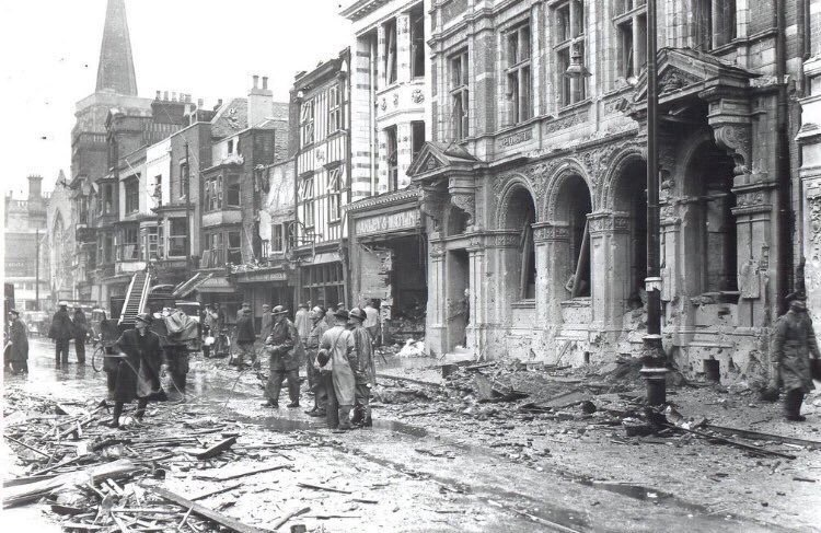 Southampton during the Blitz. The Red Lion can be seen on the right. This photo must have been taken before 30 November 1940, because Holyrood Church's spire has not yet been destroyed. Image source unknown, please contact me if you own this photo.
