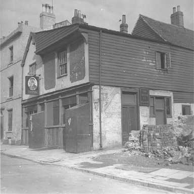 The Duke of Wellington in 1941, having been patched up after losing its top floor during the Blitz. Source:http://sotonopedia.wikidot.com/page-browse:duke-of-wellington-inn